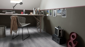 Celoplošné lepená vinylová podlaha Gerflor Virtuo Classic 55 Club Grey v kanceláři.