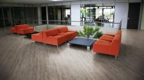Podlahu Mikado můžete instalovat i v komerčních prostorech se střední zátěží.