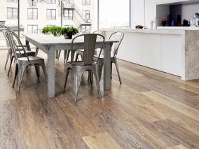 Vinylové podlahy do kuchyně – proč jsou lepší než jiné typy podlah?