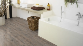 Vinylovou podlahu Virtuo Classic 30 Mikado 1100 lze celoplošně lepit i v koupelně.