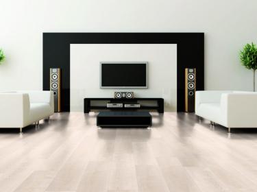 Wineo 400 Wood Borovice Dream Light DB00105 v obývacím pokoji