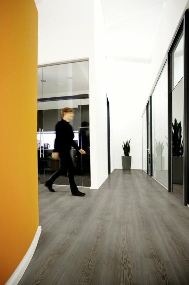 Vinylové podlahy Wineo 600 Wood XL Scandic Grey DB00025