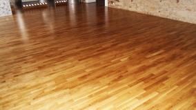 Rekonstrukce podlah a nové dveře