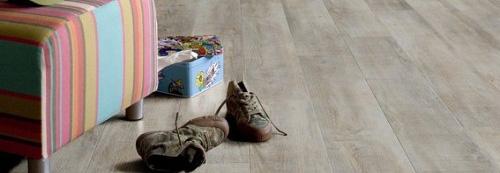 Pokládka vinylové podlahy nestojí majlant